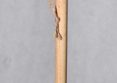 kij do szczotki z zawieszką sznurkową